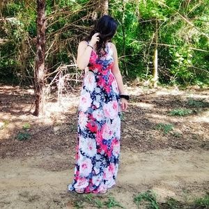 Dresses & Skirts - NWT Floral Maxi Dress